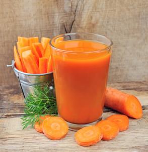 Porkkanan mehustus ja koivun mahlan pakkaus